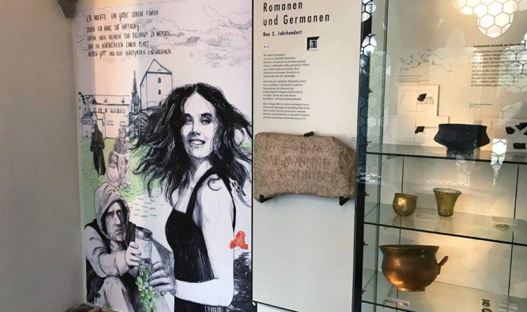 """Illustrationen im Historischen Museum Regensburg zur Ausstellung """"Sophias Frage"""""""